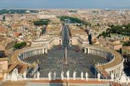 미켈란젤로의 돔에서 내려다본 바티칸의 성 베드로 광장. ©wikipedia