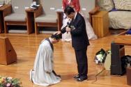 ▲김삼환 원로목사가 아들인 김하나 목사에게 안수기도하던 모습.
