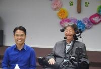 기자회견에서 캠페인을 설명하는 최재휴 목사(좌)와 양영선 후원이사