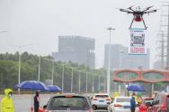 중국 정부가 코로나바이러스 전염병 상황 가운데 감시카메라로 시민들을 감시하고 있는 모습