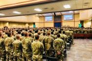 예배에 참석하고 있는 미 군인들의 모습.