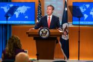 샘 브라운백 미 국무부 국제종교자유 대사가 워싱턴 국무부 청사에서 열린 '2019 국제종교자유' 보고서 발표 기자회견에서 북한의 종교 탄압 실태를 언급하던 모습. ⓒVOA