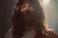 마이클 잭슨의 딸 패리스 잭슨이 독립영화 '해빗'(Habit)에서 예수 그리스도 역할로 등장해 신성 모독 논란에 휩싸였다고 1일(현지시각) 미국 크리스천포스트 등이 보도했다.