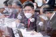 7일 국정감사에서 강경화 장관에서 질의하는 지성호 의원 ©뉴시스