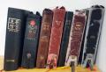 한 예배당에 비치돼 있는 성경과 찬송가책