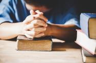 '이름이 거룩하게 하옵시며'라고 기도하게 하신 주님의 기도를 드릴 때, 하나님은 우리의 삶 속에서 그가 요구하시는 것을 우리가 살아 드려야 함을 확인케 하신다.(본문 중) ©dreamstime