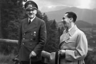 유대인들에 대한 악의적 오해 조장을 통해 독일인들의 마음을 사로잡았던 히틀러와 그의 최측근 괴벨스. ⓒmilitary.com 캡처