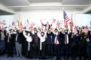 """미주 3.1여성 동지회 주관한 102주년 3.1절 기념식에서 참석자들이 """"대한 독립 만세""""를 외치고 있다"""
