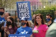 미국의 생명운동가들이 10일 의회 앞에 모여 시위를 벌였다. ⓒ미국 크리스천포스트