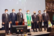 총회장 지형은 목사(가운데) 등 기성 제115년차 총회 신임 임원들의 모습 ©기성