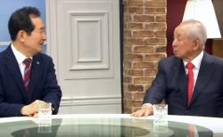 정세균 전 총리(왼쪽)와 김장환 목사가 대화를 나누고 있다. ©극동방송 영상 캡쳐