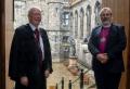 스코틀랜드교회 윌러스 경 총회장 (왼쪽)과 스코틀랜드성공회 마크 스트레인지 감독장. ⓒ스코틀랜드 교회