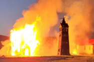 브리티시 컬럼비아주 기트왕가 마을에 위치한 100년 이상 된 성공회교회가 불에 탔다. ⓒ페이스북