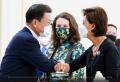 문재인 대통령과 영 김 의원이 인사하고 있다. ⓒ청와대