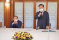 (왼쪽부터) 소강석 목사가 김부겸 총리의 인사말을 듣고 있다.