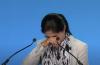 국제 종교 자유 정상회의에 참석한 위구르인 여성 투르수나이 지야우둔이 중국의 강제수용소 생활을 언급하며 눈물을 흘리고 있다. ⓒ유튜브 영상 캡쳐