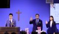 브릿지교회 김재호 목사 위임예배에서 서약하는 김재호 목사와 손지은 사모