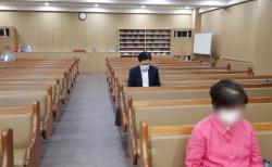 황교안 전 대표가 1일 자신의 SNS에 예배를 드리고 있는 것으로 보이는 사진을 게재했다. ©황 전 대표 페이스북
