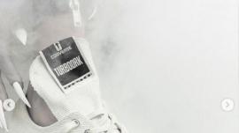 사탄의 로고가 들어간 컨버스 신발. ⓒDRKSHDW 인스타그램