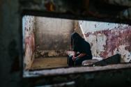 감옥에서 기도하고 있는 북한 성도(영국오픈도어가 실제 상황을 연출하여 촬영한 사진). ©한국오픈도어
