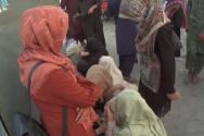 카불 공항 근처에 모인 아프간 여성들 ©BBC 뉴스