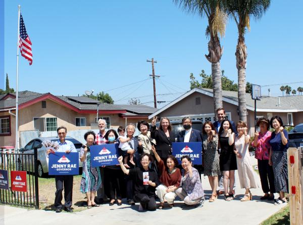 제니 래 캘리포니아 주지사 후보가 이우호 목사 가정을 방문해 한인들의 기도와 지지를 당부했다