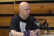 지난 2017년 9월 댈러스신학대학교 팟캐스트 '더 테이블'에 출연한 칼덴바흐 작가.