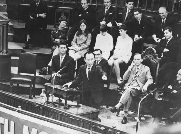 1967년 영국 웨스트민스터 센트럴홀에서 설교하는 조용기 목사