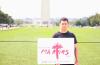 일리노이 주 시카고에서 온 참석자 마리오가 25일 워싱턴 DC에서 열린 순교자를 위한 행진에 참석했다.