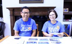 아버지밥상교회 무디 고 목사(왼쪽)와 마리아 조 목사(오른쪽)