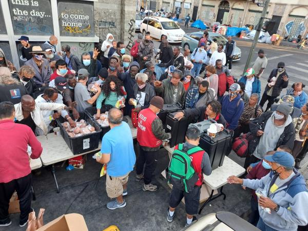 LA 다운타운 노숙자 300여명에게 매일 아침을 제공하는 아버지밥상교회 사역자들