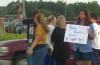 병원 앞에서 시위 중인 직원들의 모습. ⓒKHOU 11 보도화면 캡쳐