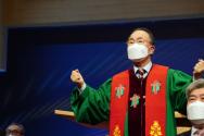예장 통합 제106회 신임 총회장 류영모 목사가 답사를 전하고 있다.