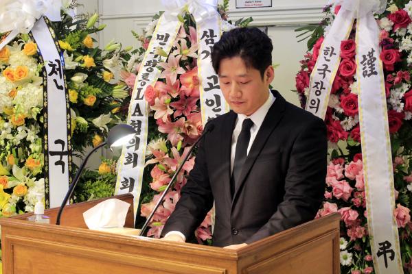 故 김경일 목사 천국환송예배에서 조사를 낭독하는 장남 김요셉 강도사