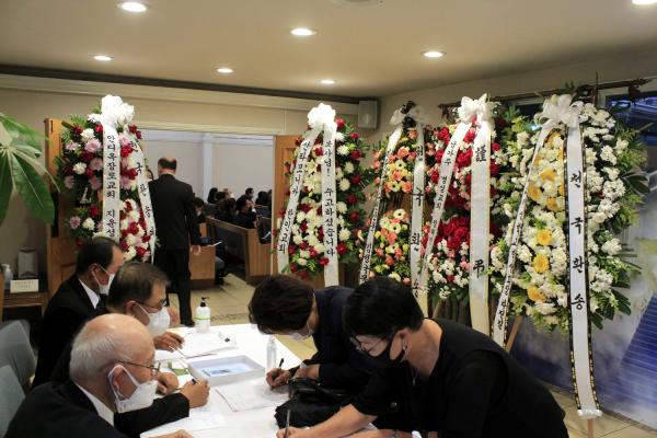 엘에이 한국장의사에서 진행된 故 김경일 목사 천국환송예배