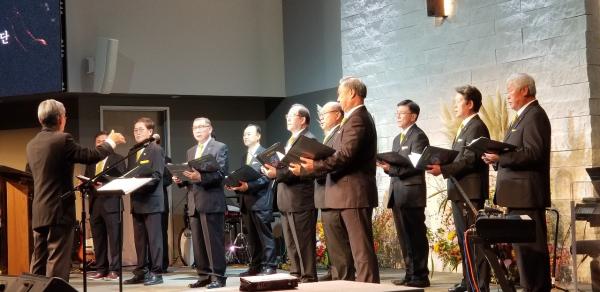 벧엘비전센터에서 개최된 교회연합회 부흥회에서 특별 찬양을 부르는 장로 찬양단