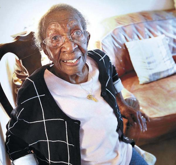 110세 생일을 맞은 비올라 로버츠 램프킨 브라운(Viola Roberts Lampkin Brown) 여사