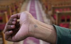 콥트교인의 손목에 새겨진 십자가 모양의 문신. ⓒ오픈도어