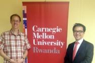 김홍선 대표의 카네기멜론 대학 르완다 캠퍼스 강연 후 컴퓨터공학과 팀 브라운 교수와 함께