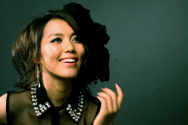 한국의 머라이어 캐리라 불리며 대중에게도 사랑을 받는 소향이 최근 디지털 싱글 앨범 'Brand New'를 발매해 '하늘을 날다'는 곡을 선보였다.
