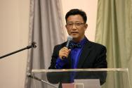 """출간 기념사를 전하는 """"밥 잘 주는 사람이 사랑 받는다""""의 저자 김칠곤 목사"""