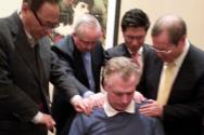 홍희경 장로, 김장환 목사, 류응렬 목사, 이원상 목사가 맥컬리프 VA 주지사를 안수기도했다.