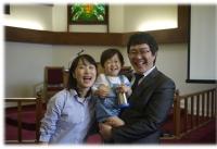 김신애 사모와 백성인 전도사 가족.
