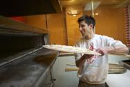 피자를 굽는 모습