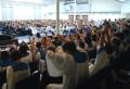 2015 뉴저지 호산나복음화대회에서 참석한 성도들이 미국을 위해 손을 들고 간절히 기도하고 있다.